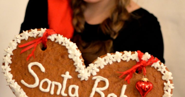 […Hurry down the chimney tonight…] Giant Gingerbread heart cookie