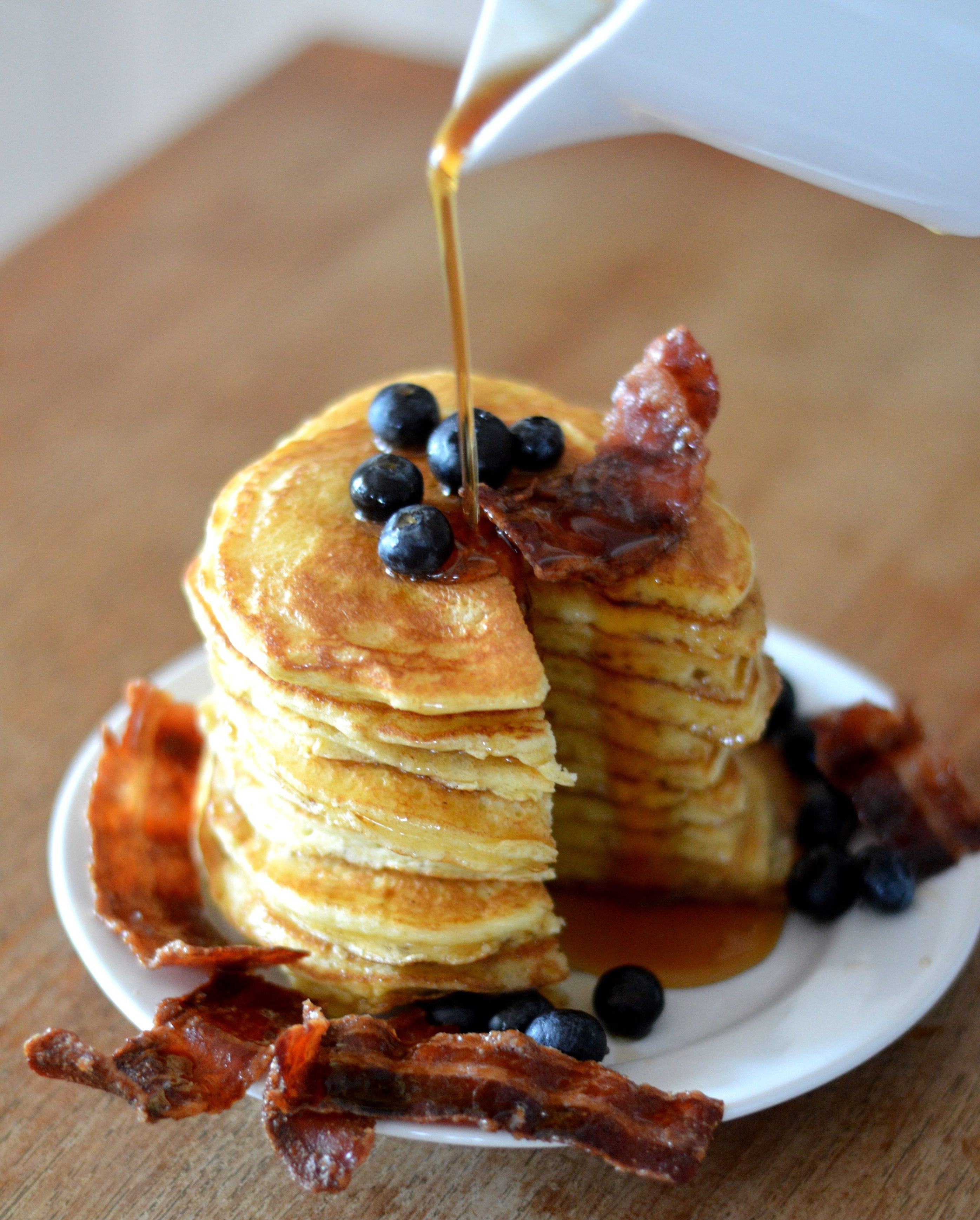 [maybe the best breakfast ever… do it the canadian way!] Pancakes with maple syrup and caramelized bacon chips