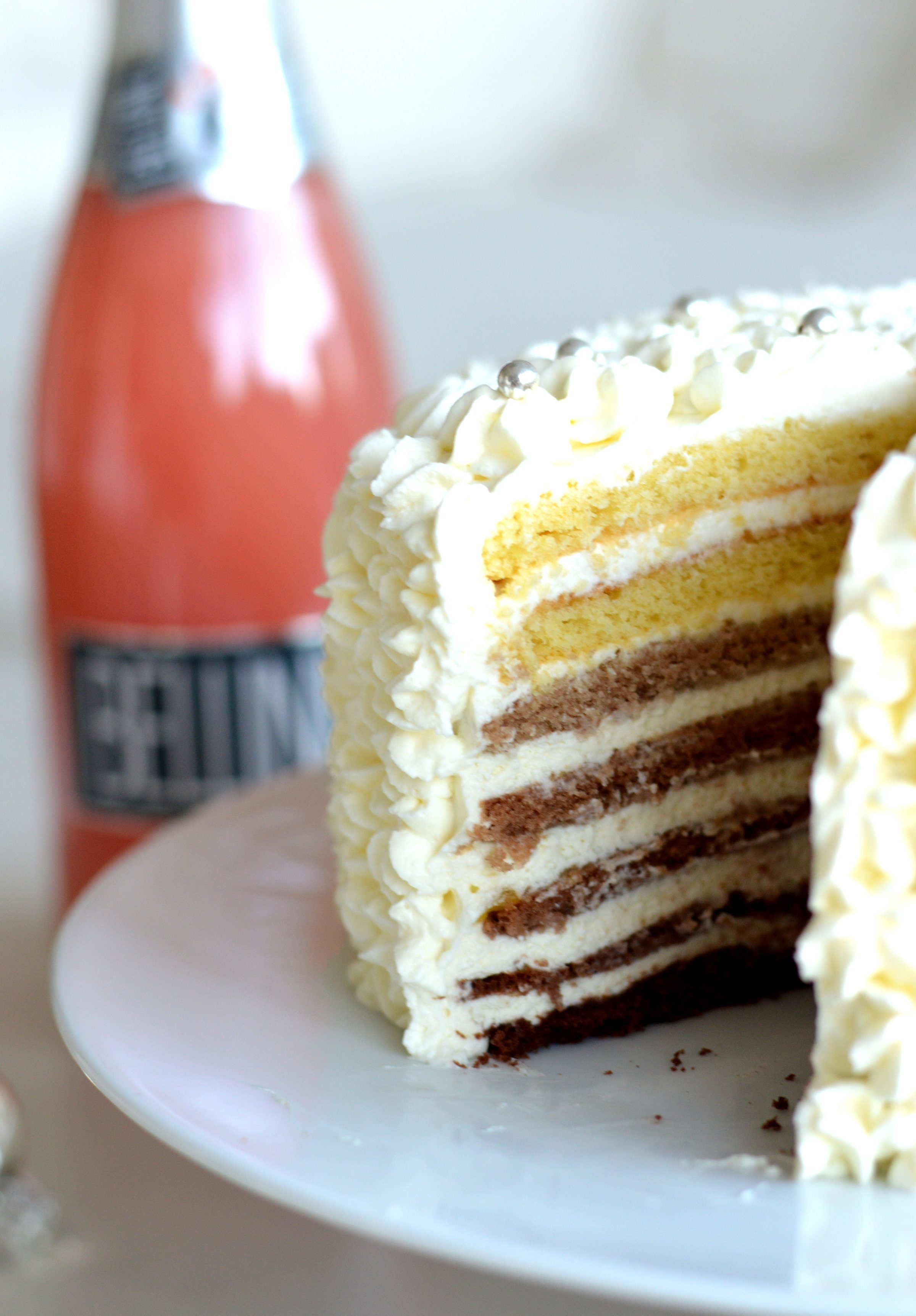 [Yes, you can do much more with Prosecco than just drinking] Bellini cake*