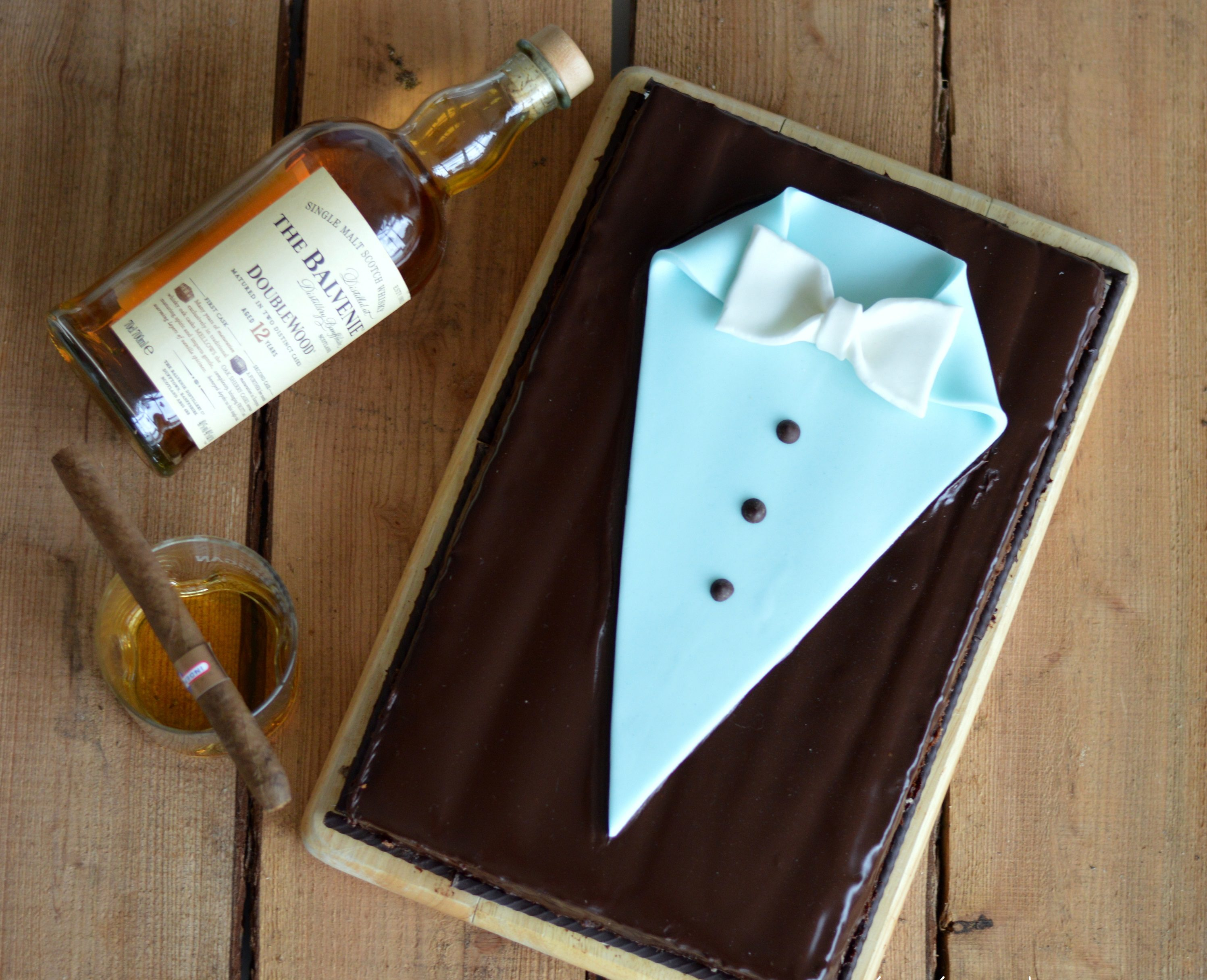 [For real Gentlemen] Suit inspired Dark Chocolate Whiskey Cake