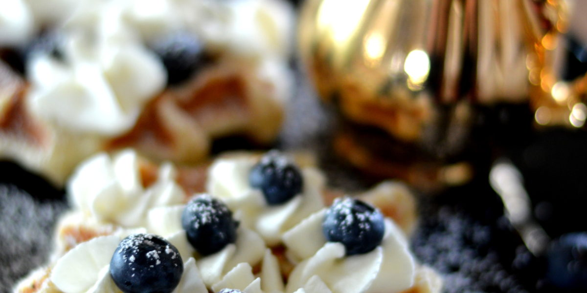 [5 ways to escape the winter blues] Vanilla Waffles with blueberries